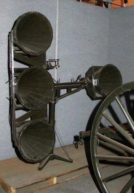 Voorbeeld van een Brits luistertoestel uit de eerste wereldoorlog zoals te zien in het Canadian War Museum te Ottawa, Canada. Sound Locator No 1 MK 1 Serial number: 609 Manufacturer: A.W. Gamage Ltd British, 1914-1918 Accession number CWM19440018-001 © Canadian War Museum