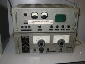 Panorama receiver 1,5-15 MHz (1953) - below the tuning scales; power supply at the top
