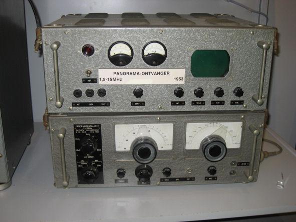 Panoramaontvanger 1,5-15 MHz (1953) - onder de afstemming, boven de voeding