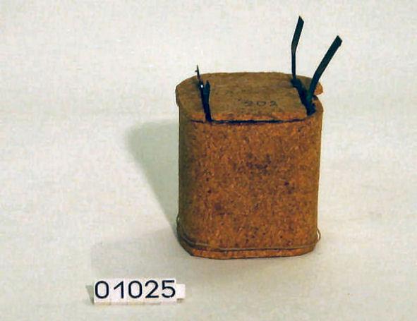 Batterij van de meteorograaf ingepakt in kurk