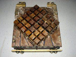 Deze transducent behoorde bij de sonar PAE-1 en werd in 1953 vervaardigd door Van der Heem.