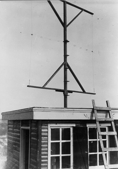 Directional antenna of the receiver for direction determination on the roof of the Military Weather Service