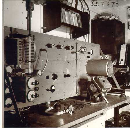 The electrical part of the first Dutch radar (electrical listening device) consisting of a transmitter, receiver and observing equipment.