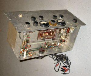 Televisiezender voor het overzenden van radarbeelden naar een commandoruimte op afstand van de radar (1958)