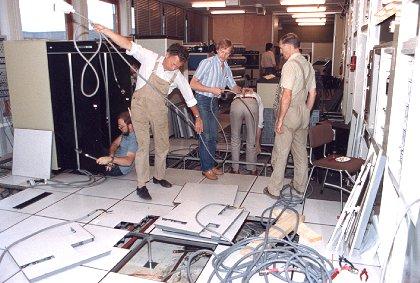 Installatie van de CYBER 74: herinrichting van de elektriciteitsvoorzieningen