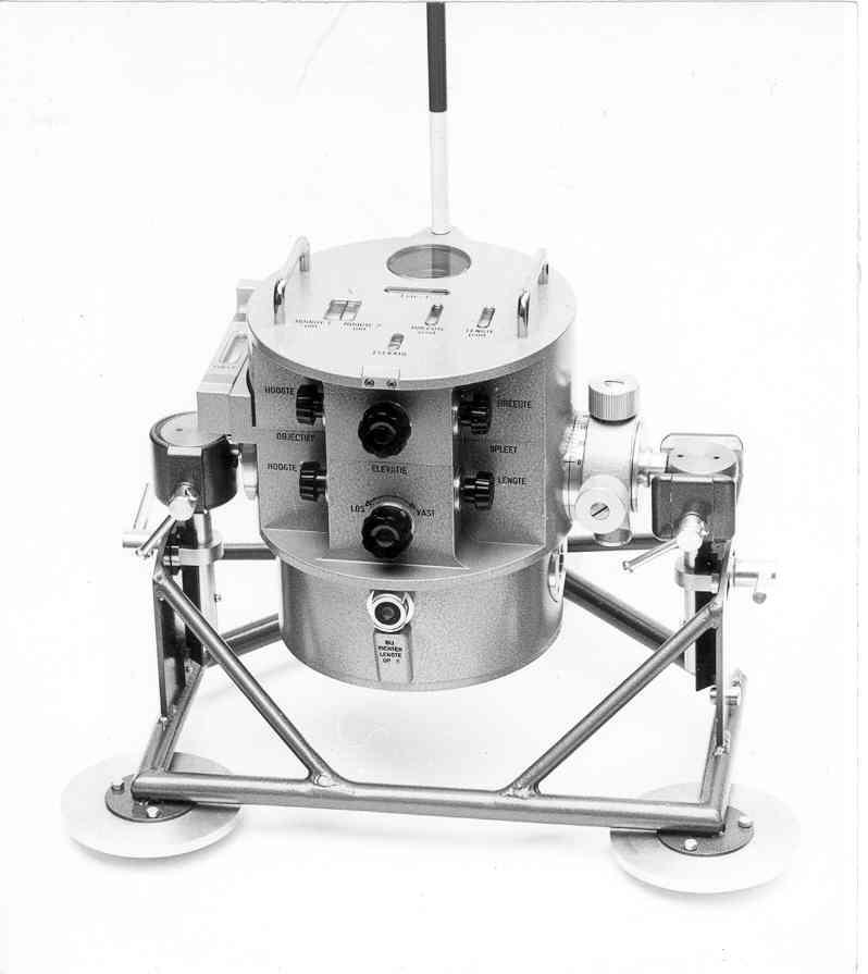 Fotocelkop. De kop heeft vele instelmogelijkheden van de waaiervormige detectiebundel: spleetbreedte, spleetlengte en met een zoomobjectief spleethoogte-instelling