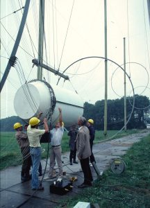 Installation of the EMIS-3 generator at Ypenburg (1983) - photo courtesy W. Pont