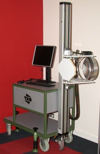 Body scanner with the scanner at the centre position