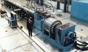 Rail accelerator system at TNO with generator, energy storage coil and rail construction (photo: Alle Hens July 1990)