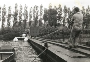 An object to be used in measurements is on its way to the measurement pontoon over the narrow gauge railway on the pontoon bridge