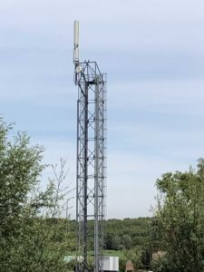 The tower in 2019. The measurement cabinet and lift have been removed. The tower is used as antenna base by telecom operators