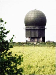 De MPR-radar van Wier wordt in 2018 vervangen; die van Nieuw-Milligen in 2020 (Leeuwarder Courant op 7 sept. 2015) Foto: NIMH-Beeldbank, Defensie