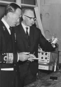 Prins Bernhard bezoekt het LEOK