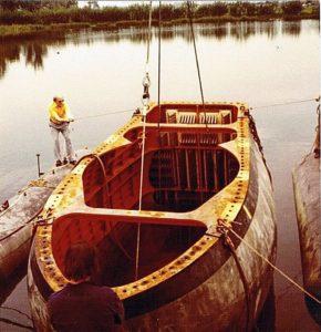 Boegdome S-fregat (~1978) hangend in de drijvers