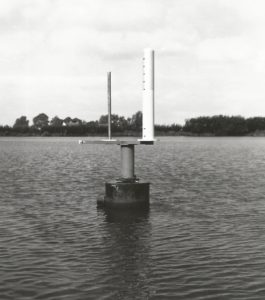 Masts to be measured mounted on the underwater pole