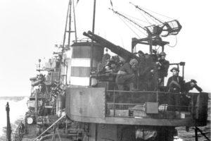 De dubbelloops 40mm-mitrailleur met radar van Hr. Ms. Isaac Sweers