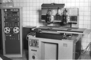 Sieb & Meyer NC controller met een Schmoll Machinen boor en freeseenheid