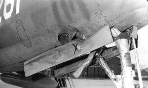 Vogelaanvaring F-84F Thunderstreak P-261 op 14 april 1969 (foto KLu)