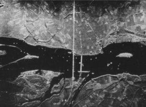 8 mm Q-band SLAR image of the bridges near Moerdijk (10 Nov. 1960)