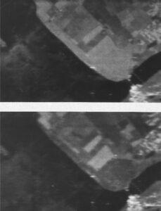 Twee X-band SLAR opnames van grote hoogte (27.000 ft) van de Flevopolders genomen op 13 juni 1968. Op het bovenste beeld 'kijkt' de radar naar het zuiden (run 1) en op de onderste naar het noorden (run 4). De sterke noordenwind drukt langstekelig gewas naar de radar toe in het onderste beeld en dat absorbeert de radargolven min of meer. Op het bovenste beeld vanuit het noorden kijkt de radar mee met de wind en daarmee min of meer loodrecht op de stengels wat een hoge echo oplevert.
